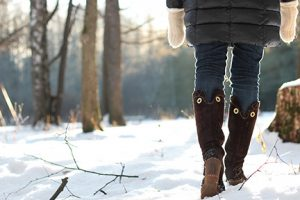woman walking in the snow   American Foot and Leg Specialists